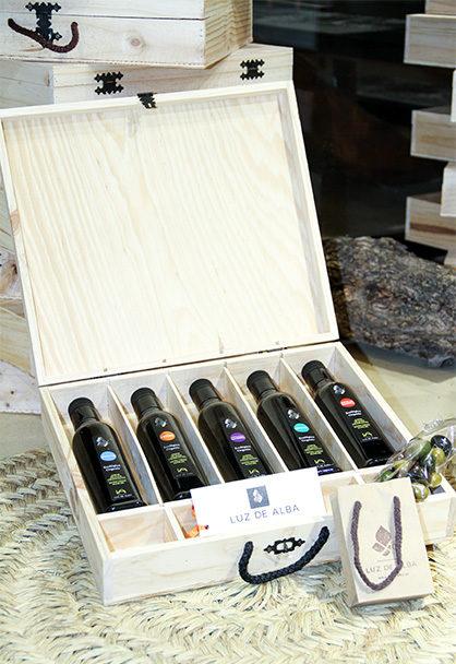 Estuche de madera con nuestros 5 aceites de oliva virgen extra